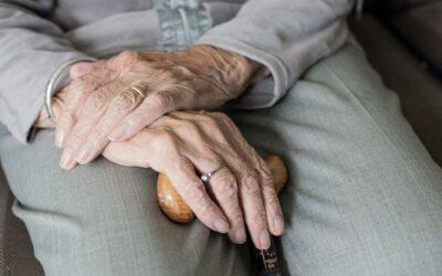 Mujer mayor con dependencia