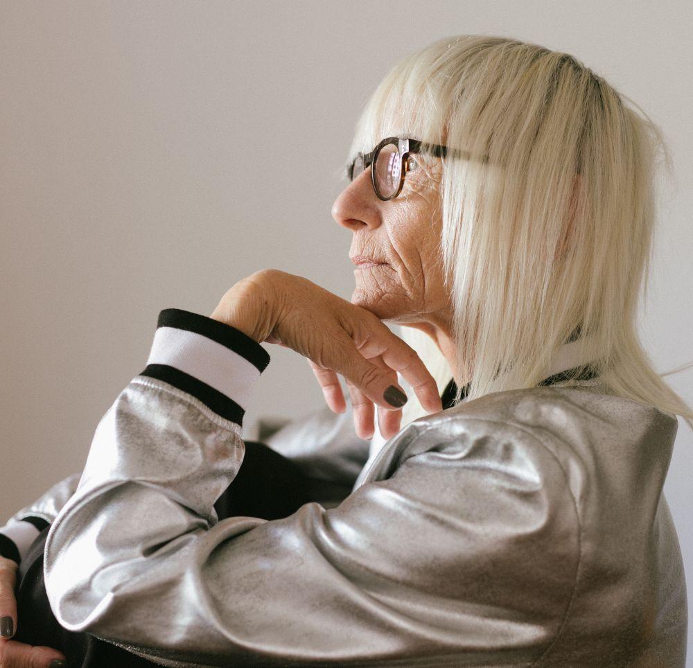 Mujer mayor y economía de la longevidad